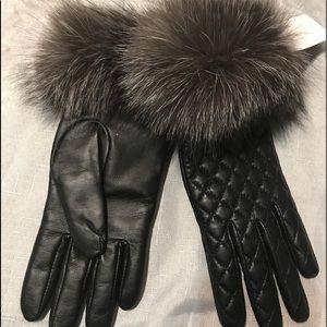 New woman's Black fur trim gloves size 7